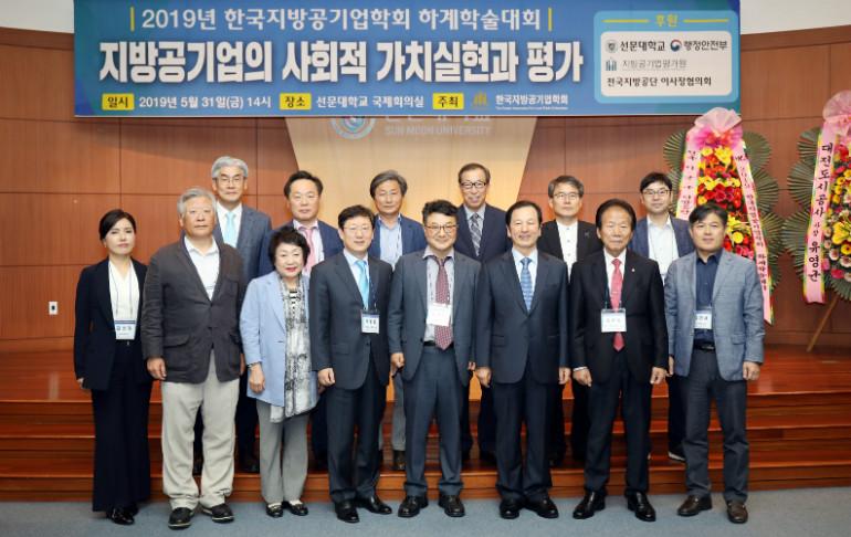 _사진1. 단체사진. 좌측에서 네번쨰 여영현 교수, 다섯번째 황선조 총장. .JPG